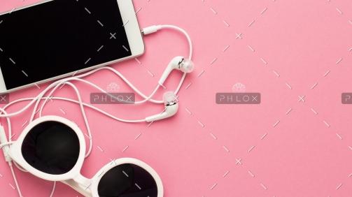 studio-shot-of-white-accessories-on-pink-back-7E4JTGC